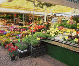 02 330x276 - Pasinger Viktualienmarkt