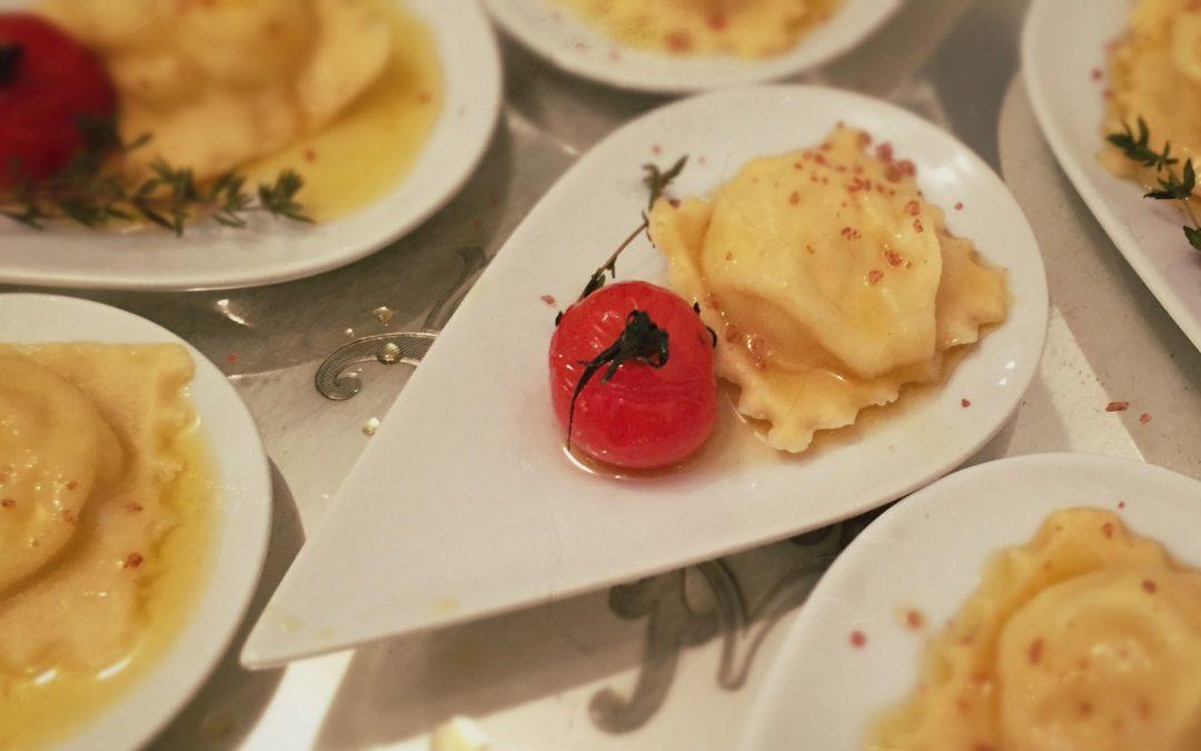 Birnen-Topfen Ravioli mit Mandelbutter
