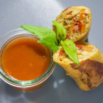 lachs fruehlingsrolle 350x350 - Bunter Antipasti Salat