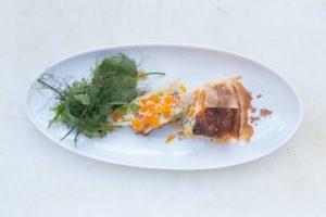 Gemüse Quiche mit Wildkräuter Salat