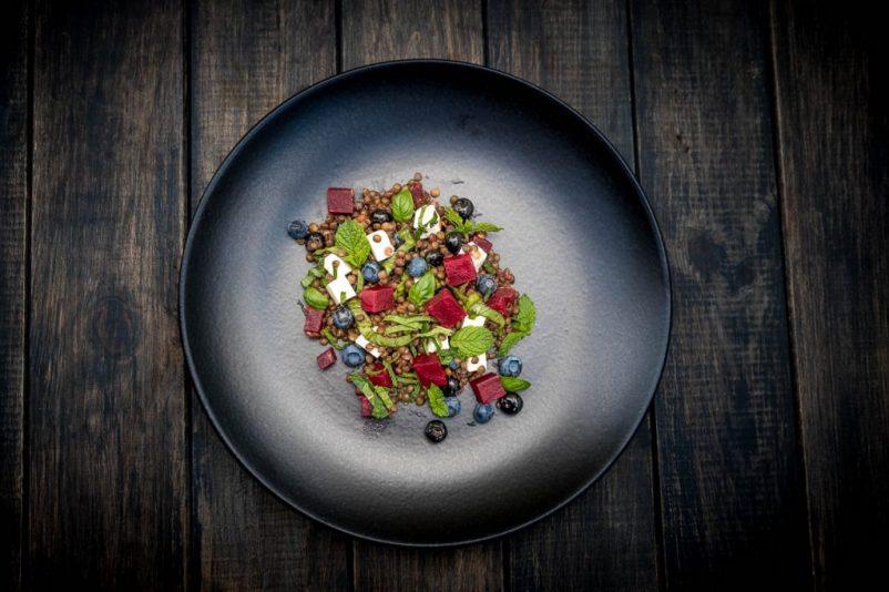 dinkel salat 1 802x534 - Linsensalat mit Blaubeeren und Roter Beete