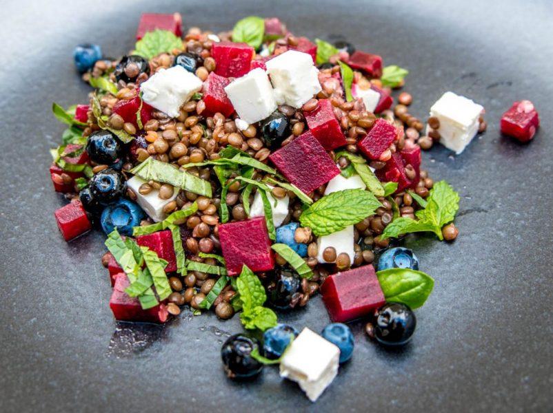 linsen salat3 802x600 - Linsensalat mit Blaubeeren und Roter Beete