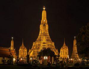 2880px Templo Wat Arun Bangkok Tailandia 2013 08 22 DD 37 300x232 - Bangkok Destiny - Thailändisch inspirierter Gin Cocktail