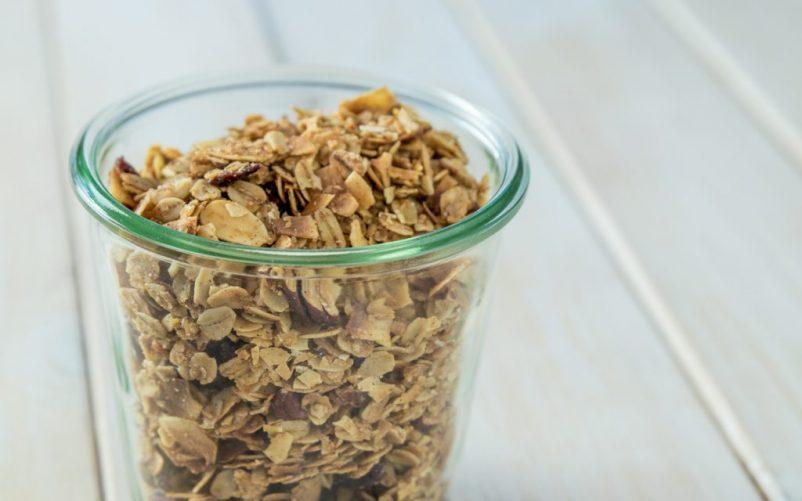 granola 4 1 802x501 - Granola mit Mandeln und Kokos
