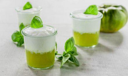 Grüne Tomaten Suppe mit Basilikum-Schaum