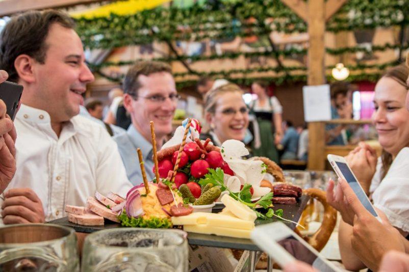 burgis wiesn 4 802x534 - Oktoberfest - Hinter den Kulissen mit Burgis