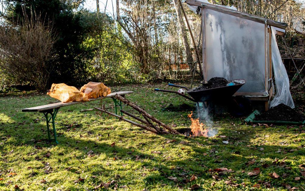 erdloch 4 2 - Lamm in der Feuergrube