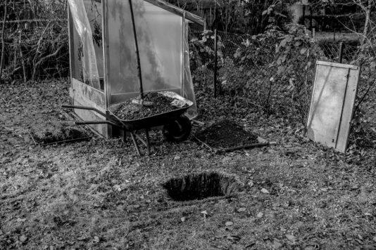 erdloch 534x356 - Lamm in der Feuergrube