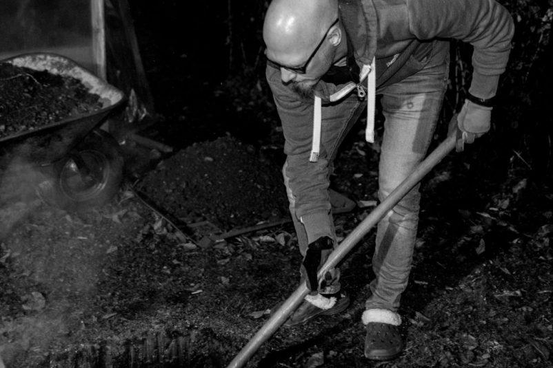erdloch 8 802x535 - Lamm in der Feuergrube