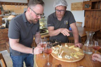steiermark kaese 02 19 354x236 - Ein kulinarischer Spaziergang durch die südöstliche Steiermark