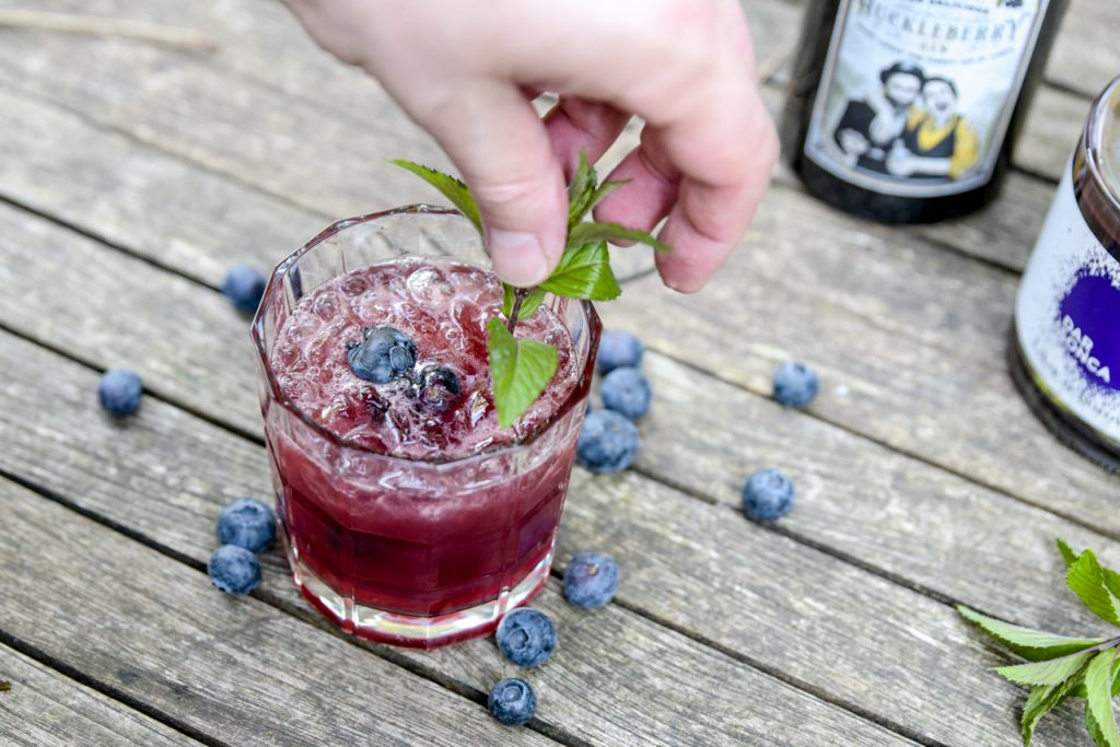 "gin blaubeere 5 - ""Blue Be G Project"" – die Blaubeere im Glas"