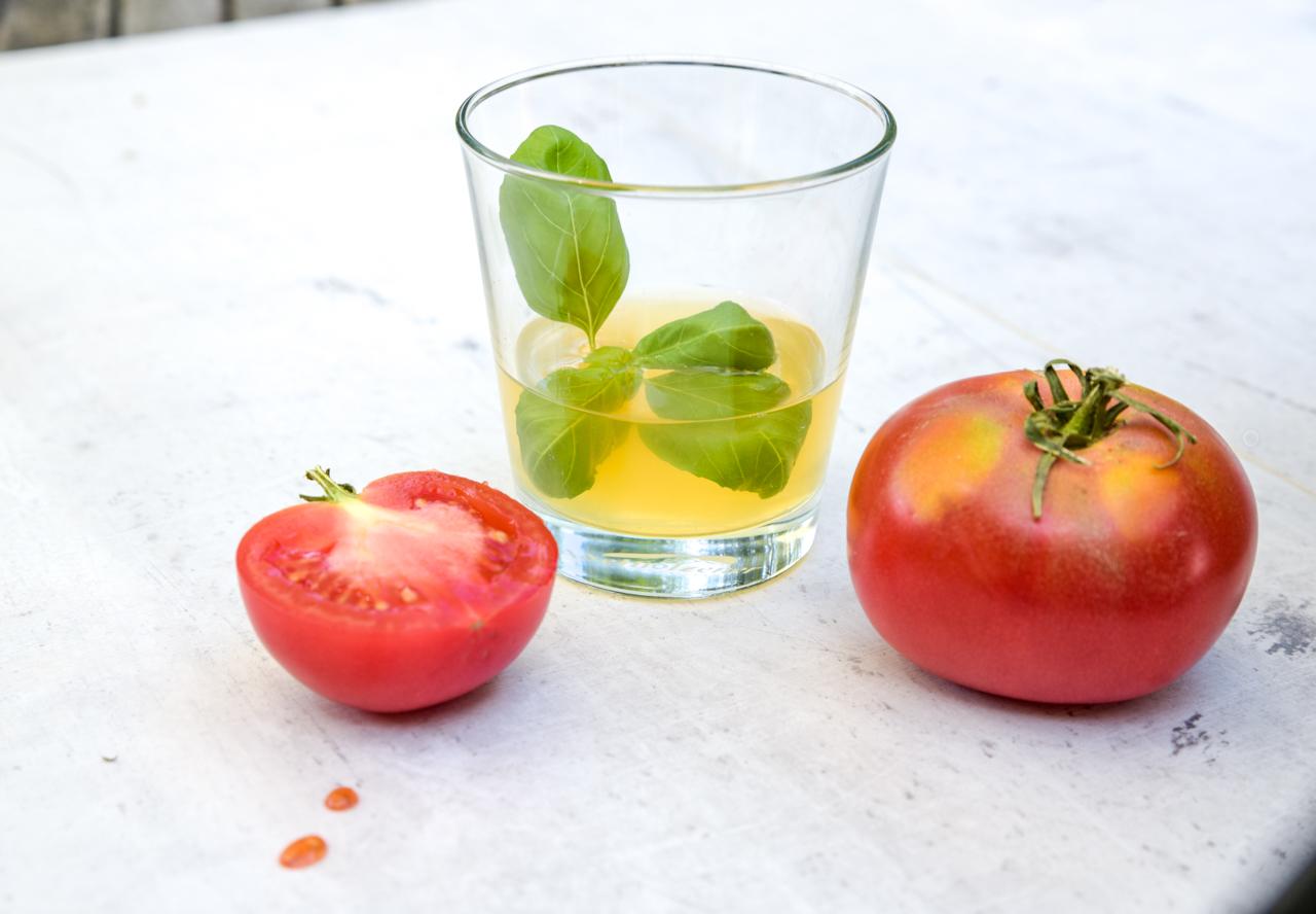 klare tomaten gazpacho 9 - Klare Gazpacho mit Gin
