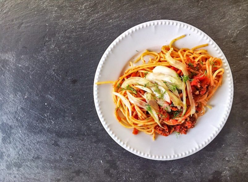 Bolognese mit Fenchel und Spaghetti. Rezept.