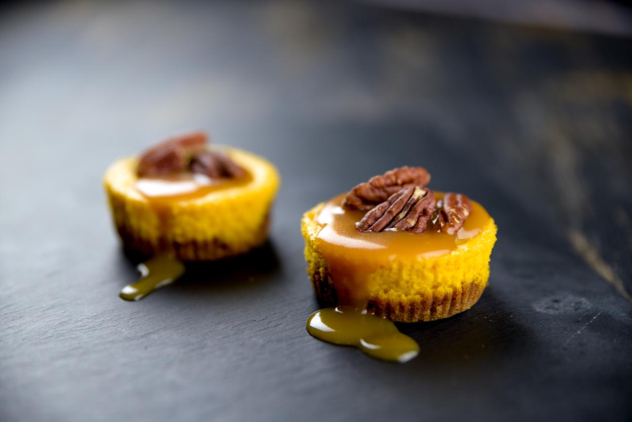kuerbis chees cake - Kürbis Cheesecake mit Karamellsauce