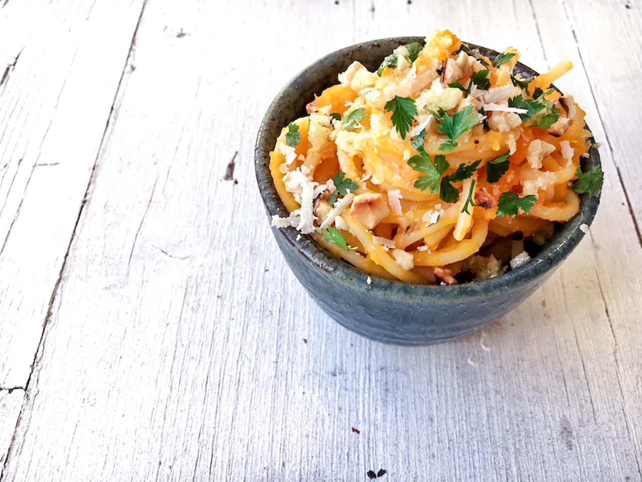 Spaghetti mit Kürbismus, Walnüssen und Knoblauchbutter, vegetarisches Nudelrezept von Pastamaniac