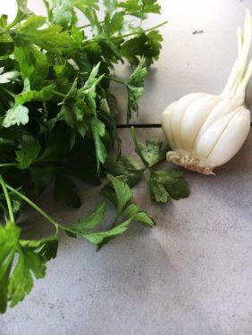 Nudeln Gremolata Petersilie vegetarisch Pastamaniac 600x800 282x375 - Spaghetti mit scharfer Gremolata und Mozzarella