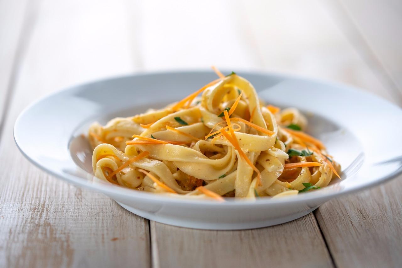 Nudeln mit Karotten-Mandel-Frischkäse-Soße, vegetarisches Pasta-Rezept