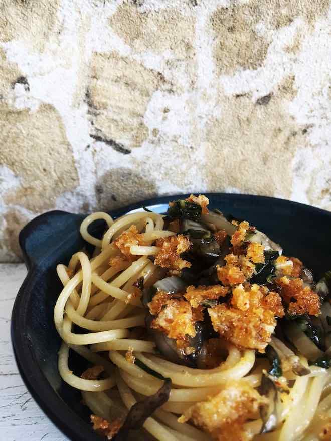 Nudeln Mangold Parmesan Broesel vegetarisch Pastamaniac - Spaghetti mit Mangold und Parmesanbröseln