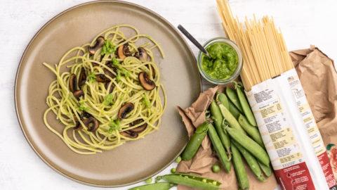 Pasta mit Erbsenpesto und Pilzen